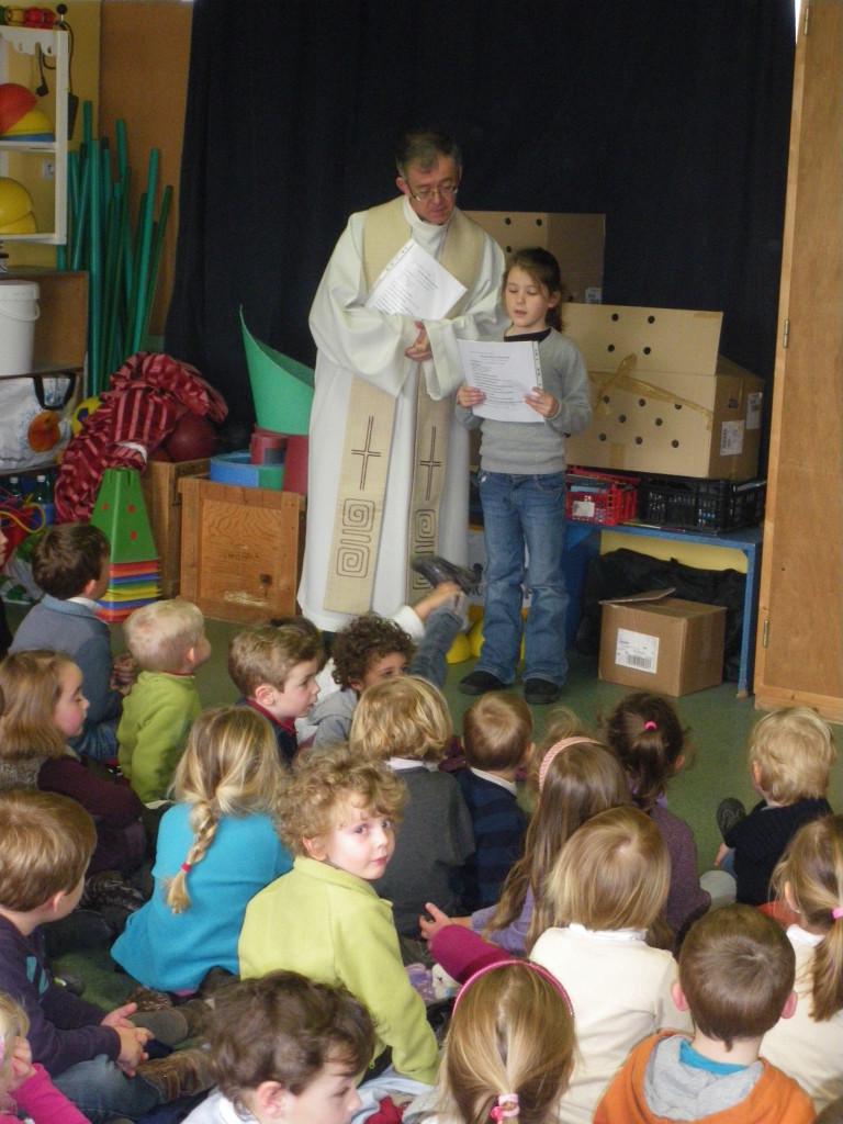 Célébration de Pâques avec le père Didier.